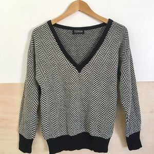 Vintage Black And White Chevron V-neck Sweater